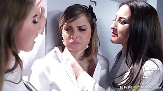 Pussy and pain in the neck fingering threesome with lesbo babe Bunny Freedom