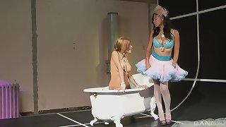 Moot sluts Cassandra Cruz & Alexa Nicole pleasure their pussies