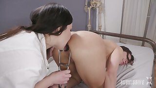 Kinky homophile mistress Juliette March fucks dutiful bitch with strapon and low