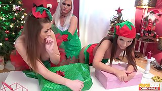 X-rated Kristy Blackand two od her best friends having lesbian 3-way